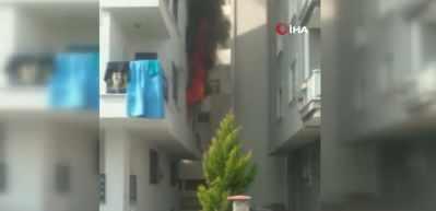 Sancaktepe'de korkutan yangın: 2 kişi mahsur kaldı