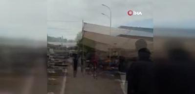 Şanlıurfa'da freni boşalan TIR pazara daldı!