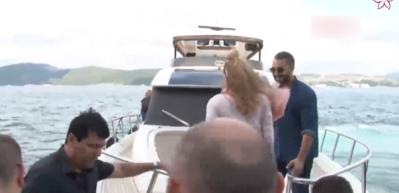 Shakira ailesiyle Boğaz'a açıldı