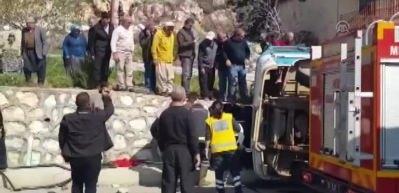 Silifke'de tarım işçilerini taşıyan minibüs devrildi: 4 ölü