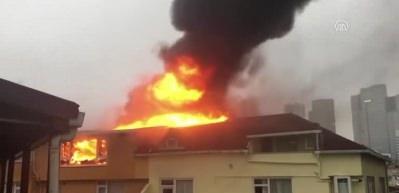 Şişli'de 9 katlı bir apartmanın çatısında yangın çıktı!