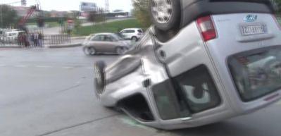 Şişli'de araç takla attı: 2 yaralı