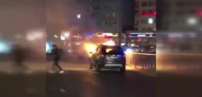 Şişli'de otomobil alev alev yandı