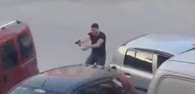 Sokak ortasındaki çatışma kamerada