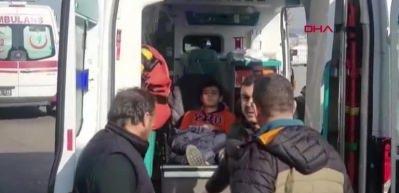 Son dakika: İzmit'te TIR'la halk otobüsü çarpıştı: 20 kişi yaralandı