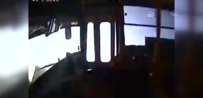 Son dakika: İzmit'te TIR'la halk otobüsü çarpıştı: 27 kişi yaralandı