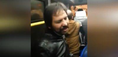 Sosyal medya onu konuştu! Gebze minibüsünde Müslüm Gürses