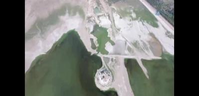 Sular çekilince adaya yol açıldı