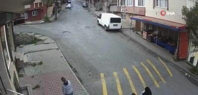 Sultangazi'de bıçaklı yaralama kamerada