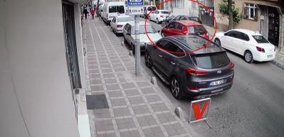 Sürücünün, yola fırlayan motosikletliye çarpma anı kamerada!