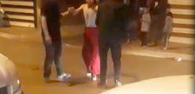 Tacizciye etek giydirip sokaklarda gezdirdiler!