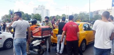 Taksim Meydanı'nda taksicilerle kuryenin kavgası kamerada