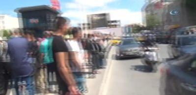 Taksim Meydanı'ndaki kaza trafiği felç etti