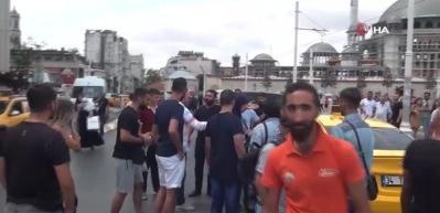 Taksim'de arbede! Turist ile taksici birbirine girdi