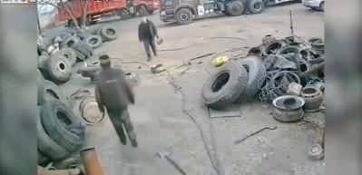 Tamir ettiği lastik bomba gibi patladı!
