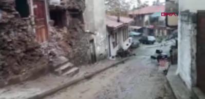 Tarihi bina yağış ve fırtına nedeniyle çöktü
