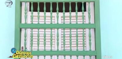 Eski Küba evlerinde çok büyük cam ve kapı olmasının sebebi