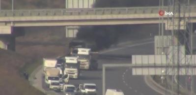 TEM'de TIR yangını! Trafik kilit