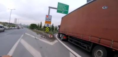 TEM Otoyolu'nda film sahnelerini aratmayan trafik kavgası