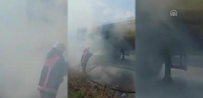 TEM Otoyolu'nda hafriyat kamyonu yandı