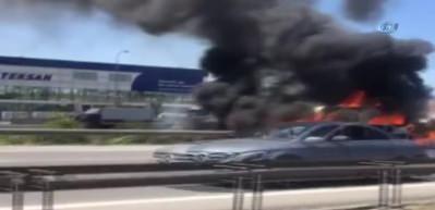 TEM Otoyolu'nda minibüs alev alev yandı
