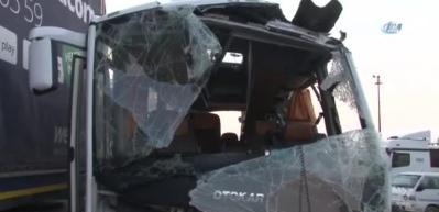 TEM'de servis midibüsü devrildi: 1 ölü, 18 yaralı