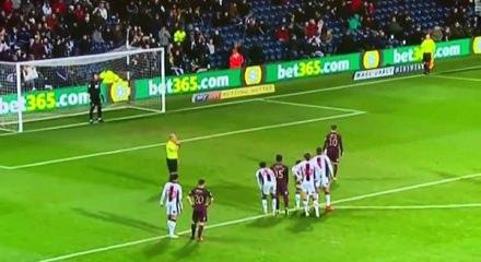 Dünyanın en kötü penaltısı! Şov yapayım derken...