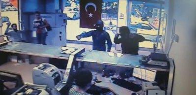 Tişört ayrıntısı, PTT soyguncusunu yakalattı