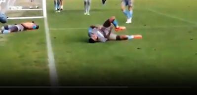 Trabzonsporlu Ekuban'ın ayak tarak kemiğinin kırıldığı an!
