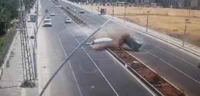 Trafikte makas atan sürücüye sedyede ceza