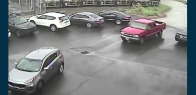 Trafikte tartıştığı otomobile balyozla saldırdı