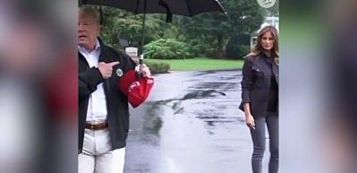 Trump'tan skandal şemsiye hareketi