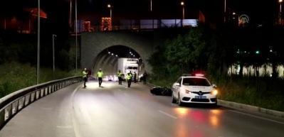 Tünel çıkışında bariyerlere çarpan motosiklet sürücüsü öldü