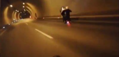 Tünelde tek teker giden motosikletli dehşeti yaşadı