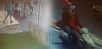 Türk bayrağını taşırken saldırdılar