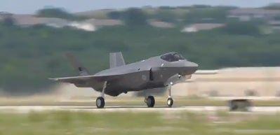 Türk F-35 savaş uçağının ilk görüntüleri