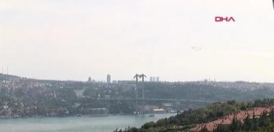 Türk yıldızları İstanbul'u böyle selamladı!