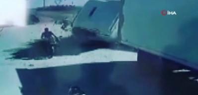 Türkiye ve Suriye plakalı tırların çarpışma anı kamerada