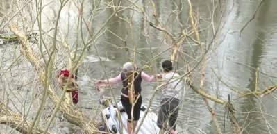 Türkiye'den Avrupa'ya gitmek isteyen Suriyeli mülteciler, Meriç Nehri'ni yüzerek geçti
