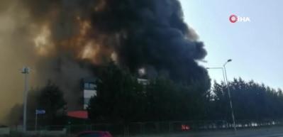Tuzla'da deri sanayi bölgesinde yangın