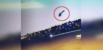 Uçak böyle yere çakıldı!