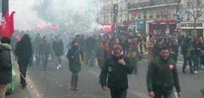 Ülke karıştı! 500 bin kişi sokağa döküldü