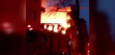 Ümraniye'de mobilya deposu alev alev yandı