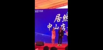 Ünlü oyuncu sahnede bıçaklandı