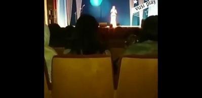 Ünlü şarkıcı sahnede kalp krizi geçirip hayatını kaybetti!