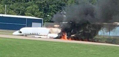 Ünlü yarışçı ve ailesinin bulunduğu uçak iniş sonrası alev aldı
