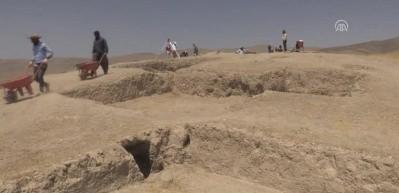Urartular'ın ölü gömme adetleri gün yüzüne çıkıyor
