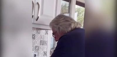Usta oyuncu Erdal Özyağcılar'dan lavaş yapmanın püf noktaları!