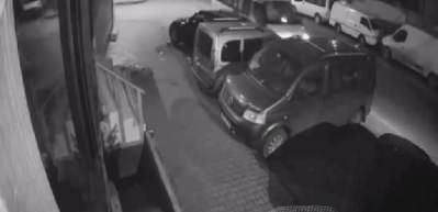 Uyuyakalan minibüs şoförü araçlara çarptı