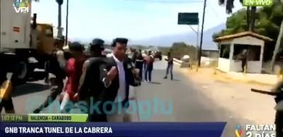 Venezuela askerleri, ABD'nin yardımlarını ülkeye sokmadı
